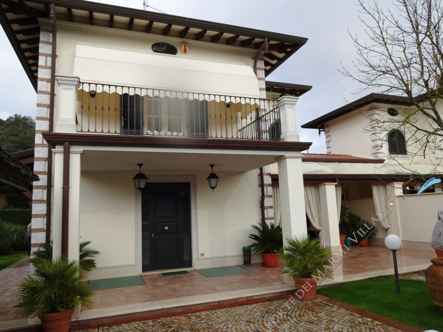 Villa Giovanna semi detached villa to rent Forte dei Marmi
