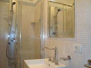 Villa Ines : Bathroom with shower