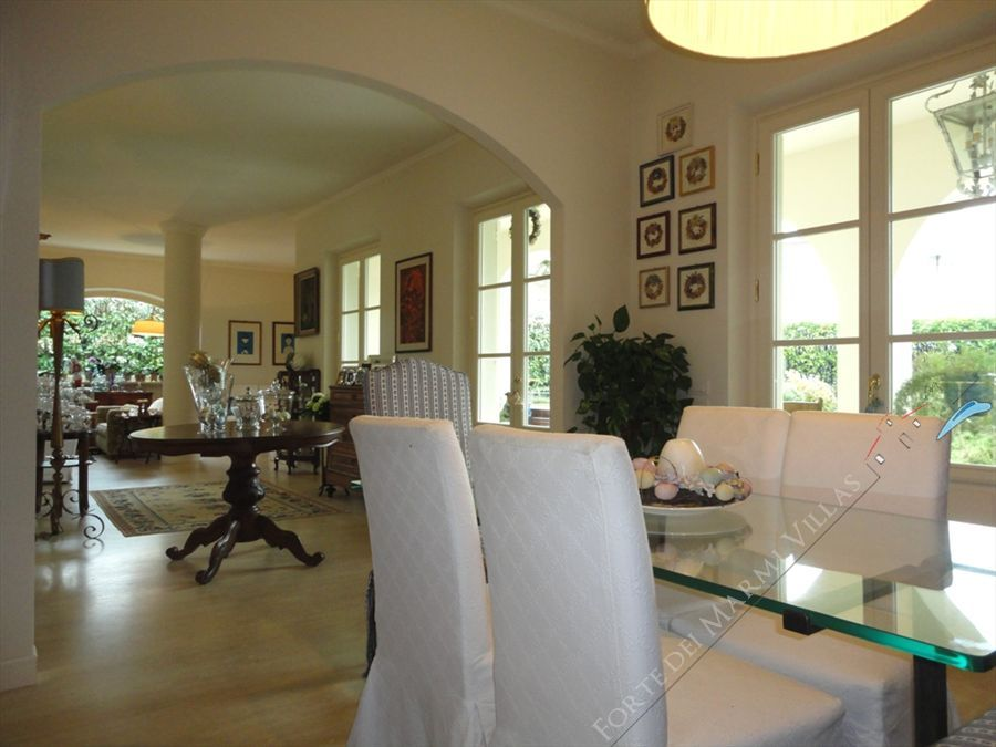 Villa Iris  : Inside view