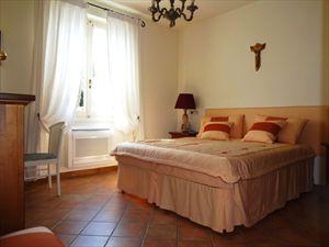 Villa Jessica : спальня с двуспальной кроватью