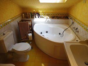 Villa Jessica : Ванная комната с ванной