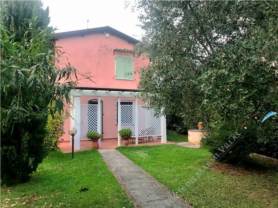 Villa Katia detached villa to rent and for sale Pietrasanta