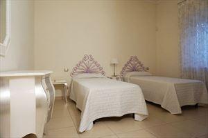 Villa La Crema : спальня с двумя кроватями