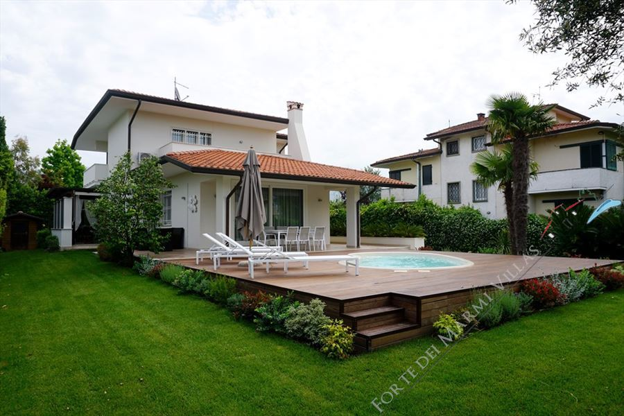 Villa Laura detached villa to rent Forte dei Marmi