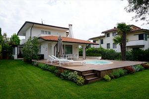 Villa Laura : detached villa to rent  Forte dei Marmi