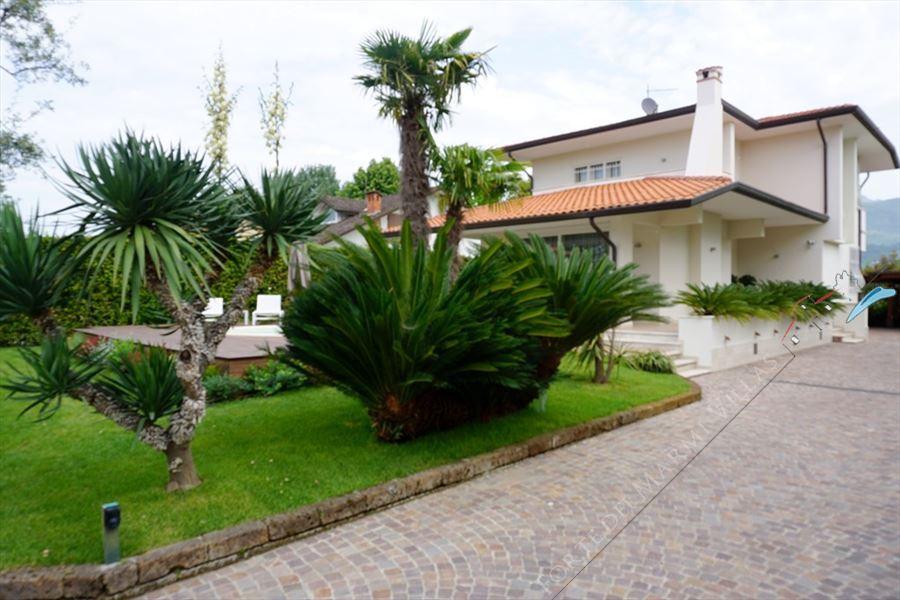 Villa Laura : Outside view