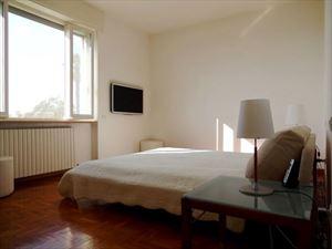 Villa Livia : спальня с двуспальной кроватью