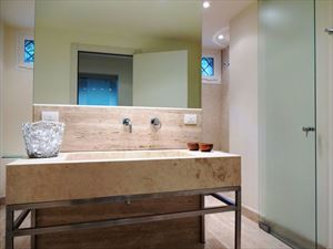 Villa Livia : Bathroom