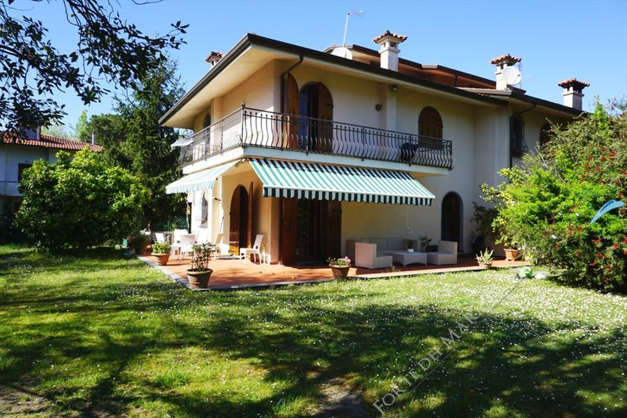 Villa Loredana detached villa to rent Forte dei Marmi