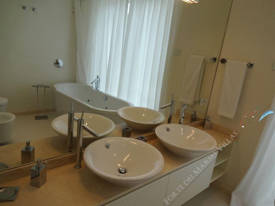 Villa Lucente  : Bathroom