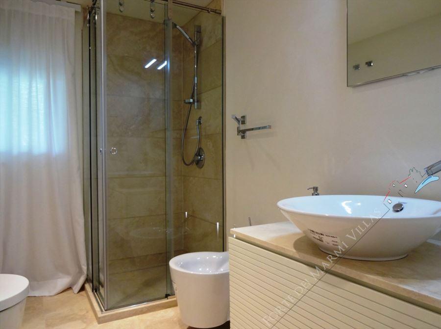Villa Lucente  : Bathroom with shower