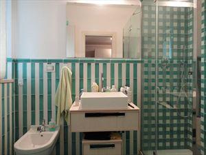 Villa Ludovica : Ванная комната с душем