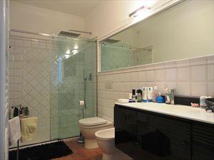 Villa Ludovica : Bagno con doccia