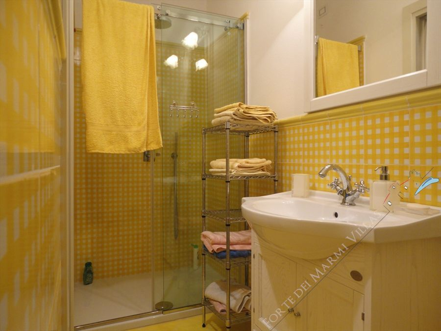 Villa Ludovica : Bathroom with shower