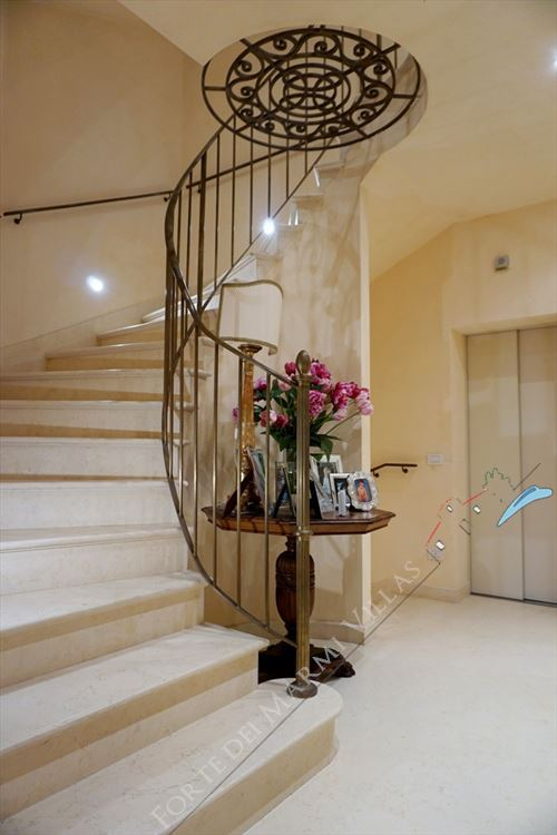 Villa Maestro : Marble stairs