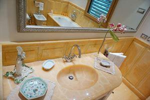 Villa Maestro : Ванная комната с ванной