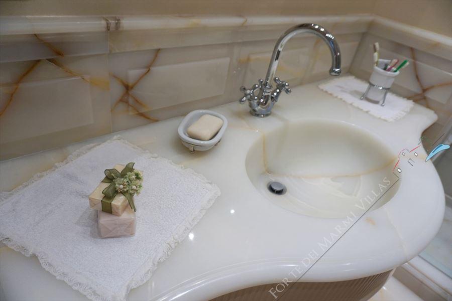 Villa Maestro : Bathroom with shower