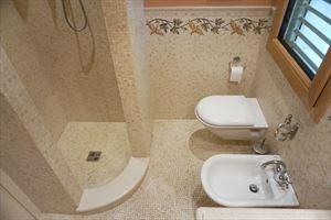 Villa Maestro : Bagno con doccia