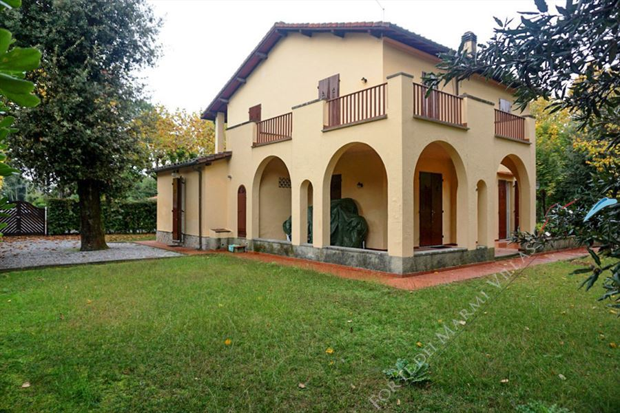 Villa Marchese detached villa to rent and for sale Forte dei Marmi