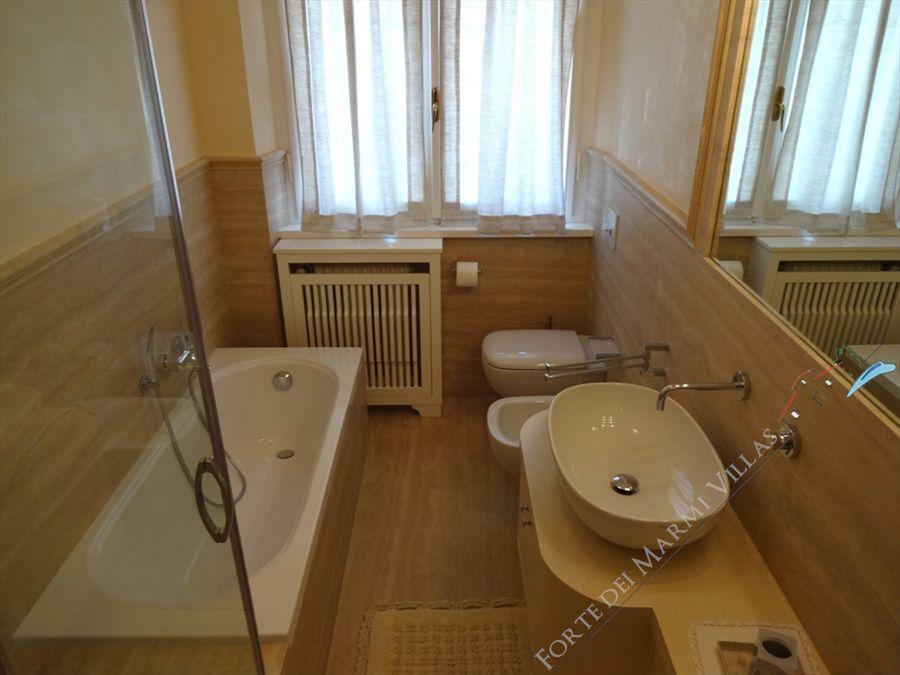 Villa Mareggiata  : Bathroom with tube