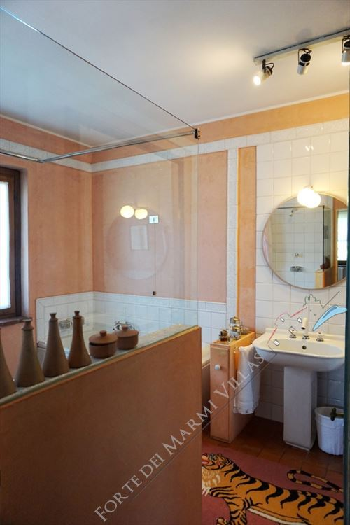 Villa Marilena : Bagno con vasca