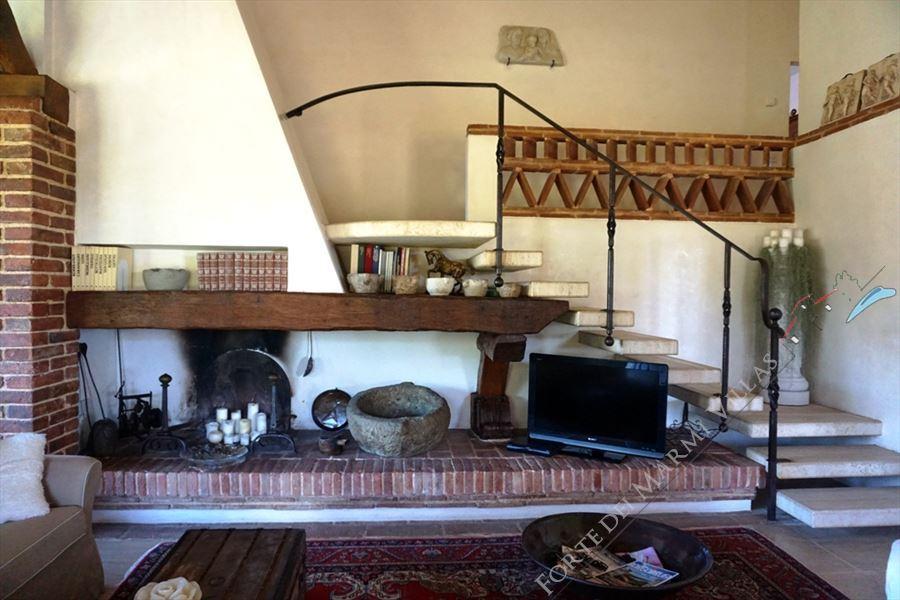 Villa Marilena : Fireplace