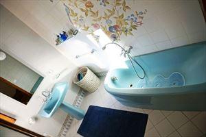 Villa Maristella 2 : Ванная комната с ванной