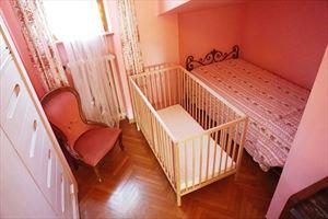 Villa Maristella 2 : спальня с односпальной кроватью