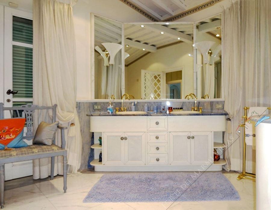 Villa Exclusive  : Bathroom with tube