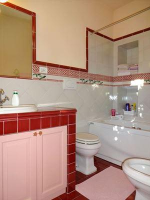 Villa Mina : Bagno con vasca