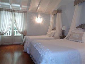 Villa Mirabella  : спальня с двумя кроватями