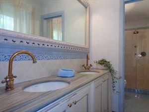 Villa Mirabella  : Ванная комната с душем