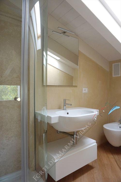 Villa Monroe : Bagno con doccia