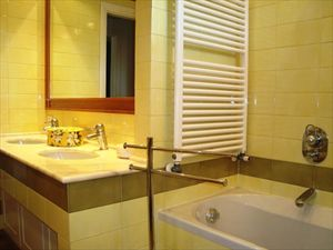Villa Natali : Bathroom with tube