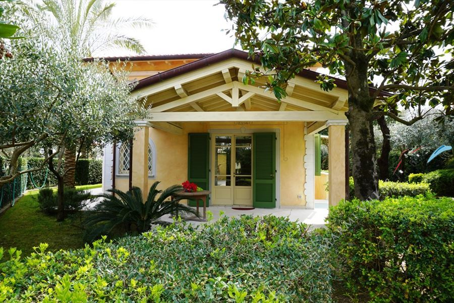 Villa Nicoletta - Detached villa To Rent Marina di Pietrasanta
