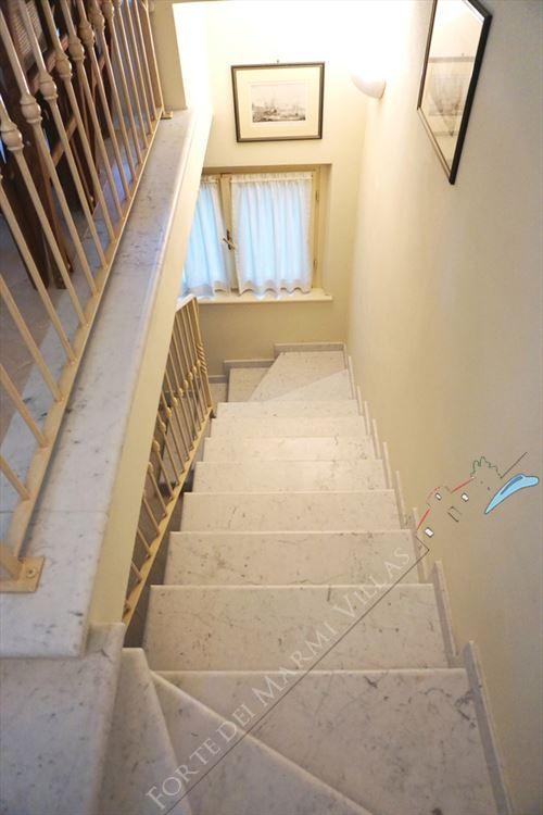Villa Nicoletta : Marble stairs