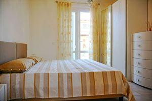 Villa Onda : спальня с двуспальной кроватью