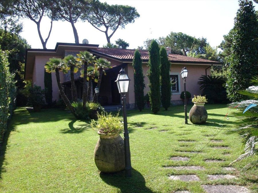 Villa Opera detached villa to rent Forte dei Marmi