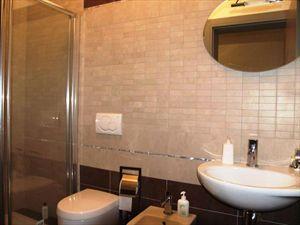 Villa Esmeralda : Bathroom with shower