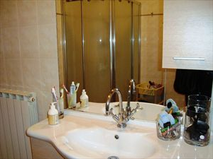 Villa Leda  : Bathroom with shower