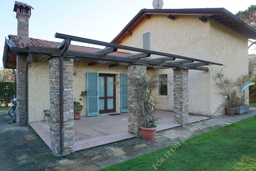 Villa Paesaggio - Detached villa For Sale Pietrasanta