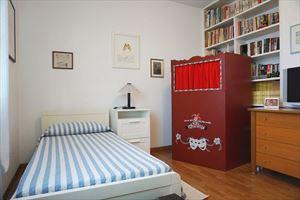 Villa Peonia : спальня с односпальной кроватью
