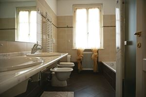 Villa Primavera : Bathroom with tube