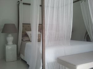 Villa Quite  : спальня с двуспальной кроватью