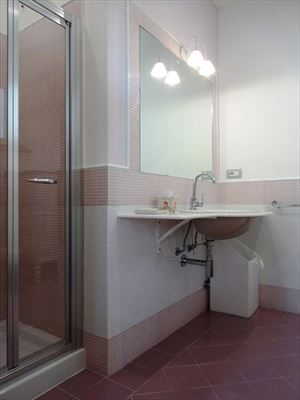 Villa Rossella  : Bathroom with shower