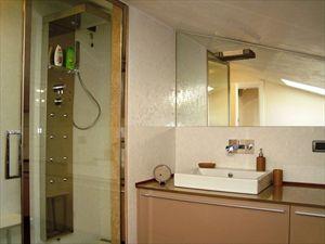 Villa Mirella  : Bathroom with shower