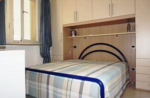 Villa Penthouse : спальня с двуспальной кроватью