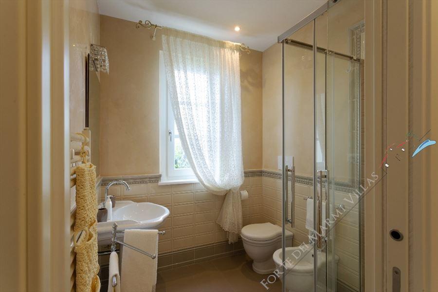 Villa Sibilla   : Bathroom with shower