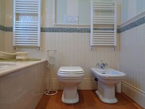 Villa Sirio  : Bathroom with tube