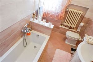 Villa Tatiana : Bathroom with tube